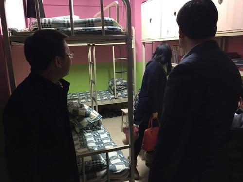 老師與學生在電梯里_四川希望汽車職業學院電梯公寓建設完畢,希望學子開始